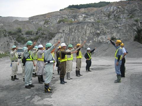 「45号砕石事業者ロードクリーン隊」による清掃活動を行いました。