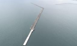 仙台塩釜港石巻港区雲雀野地区防波堤(南)築造工事